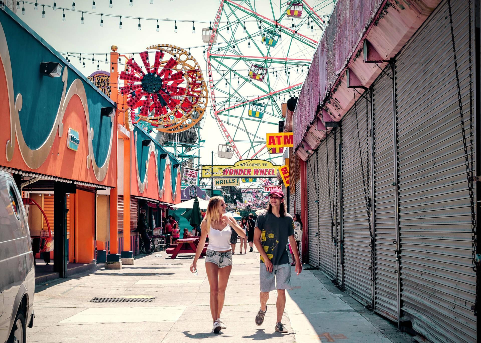 couple in lunapark
