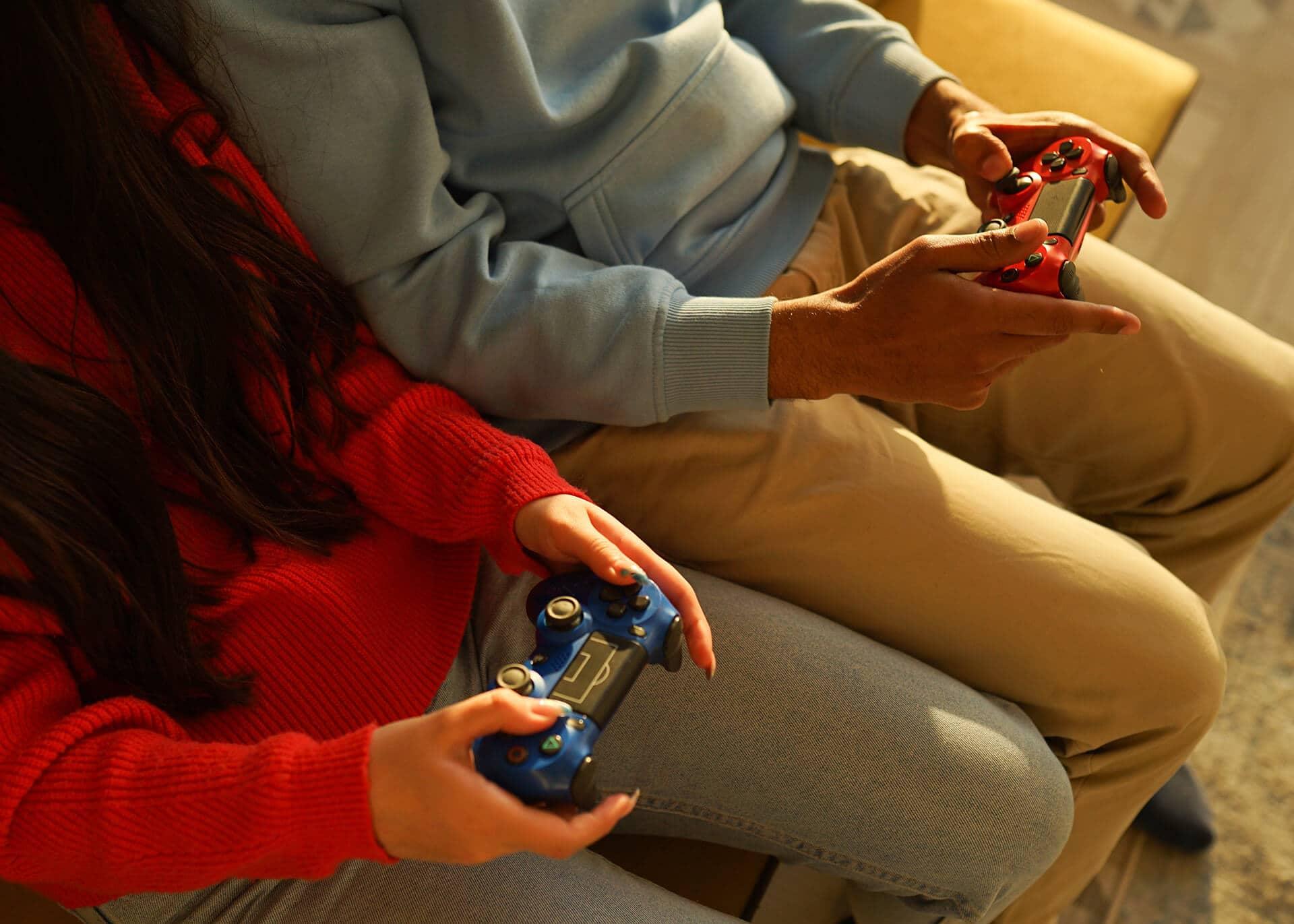 girl and guy gaming