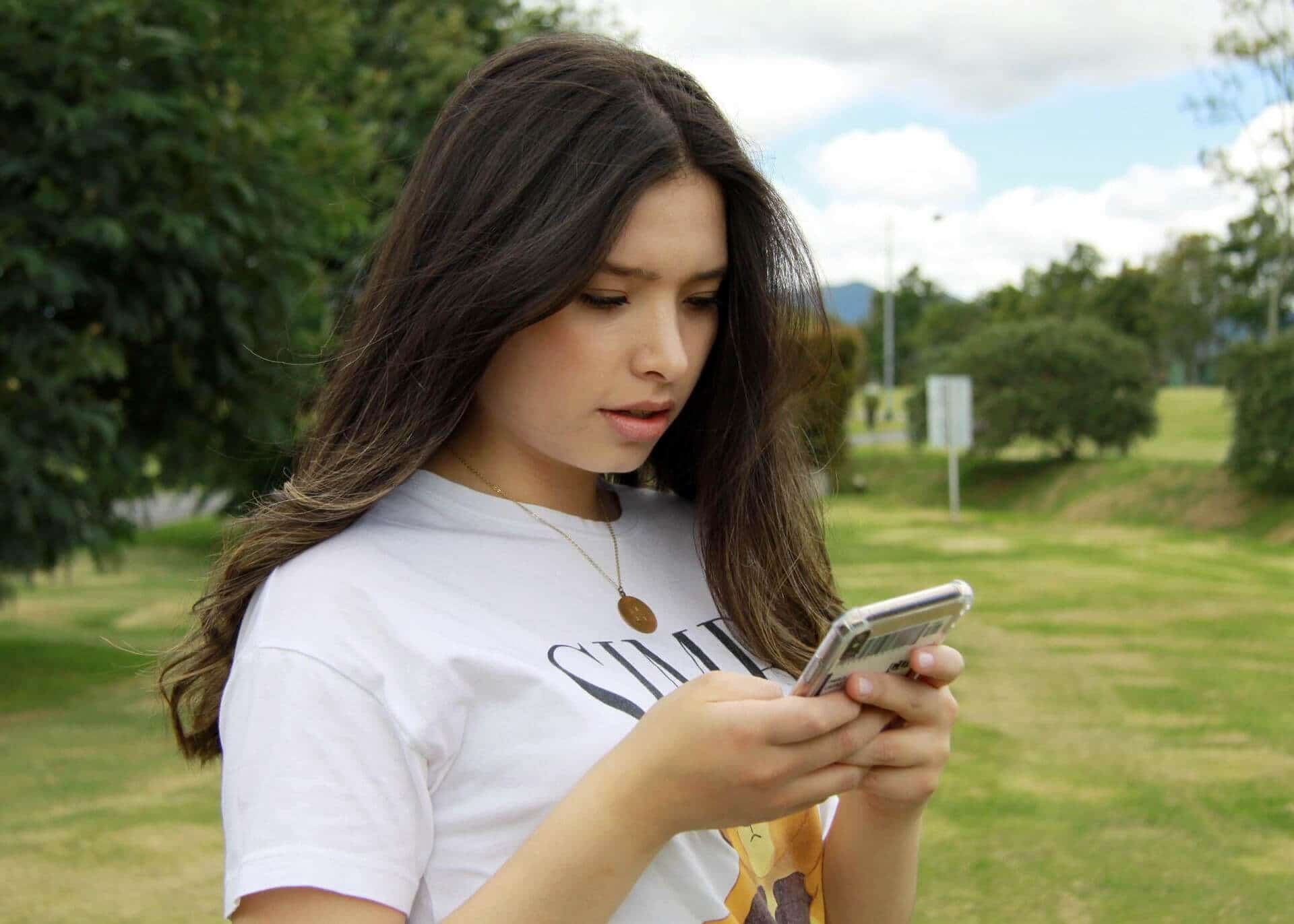 young woman sharing her stories via text